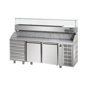 REFRIGERATED SALADETTE / PIZZA COUNTER - Mod. AK900P - STATIC COOLING - GASTRONORM 1/1 (cm 53x32,5) - GRANITE WORKTOP - STAINLESS STEEL BACK SHELF HOLDS N. 5 PANS GN 1/6 (cm 17,6x16,2) - N. 2 REFRIGERATED DOORS - Temperature +2°/+8°C - Dim. cm L 90 x D 70 x h 108 - CE marked