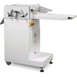 HORIZONTAL SLICER Mod. TAGLIAF - Stainless steel body - Conveyor belt length cm 24 - Supply 400V 50/60Hz THREE PHASE - Power Kw 0,37 - Dimensions cm L 140 x D 52 x 110 H - EC standards