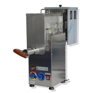 AUTOMATIC POLENTA AND SAUCE COOKER - MOD. POL7 - ENTIRELY MADE FROM STAINLESS STEEL - PROFESSIONAL MOTOR - SINGLE PHASE 220V/50 Hz - POWER W 1100 - PRODUCTION Kg 7 - DIMENSIONS: Cm W 21 X D 73 X H 62 - WEIGHT Kg 25